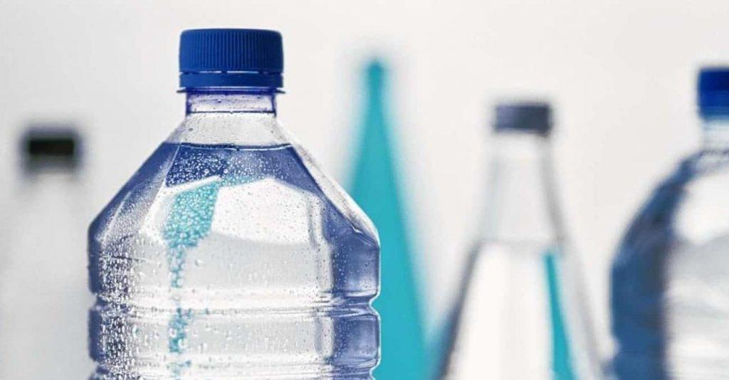 Các độc tố có trong nước đóng bình.